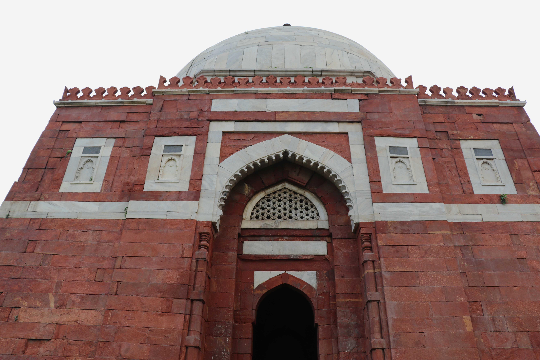 ghiyatudhin-tomb-facade