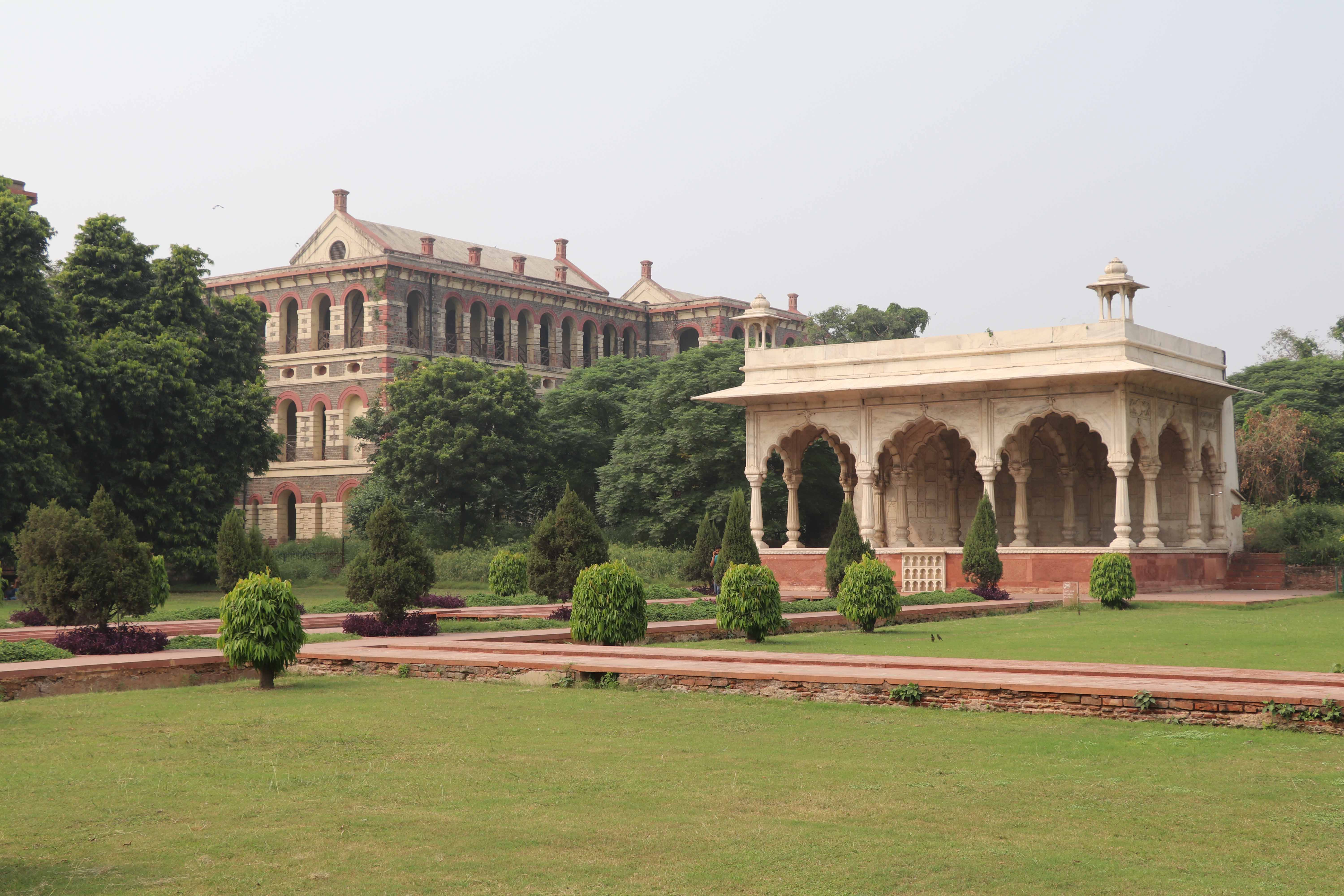 red-fort-colonial2