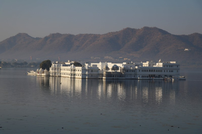 web pichola lake palace