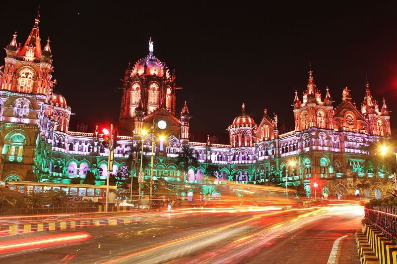 Chhatrapati_Shivaji_Terminus_(formerly_Victoria_Terminus)_-_Lit_up_on_Republic_Day_2015_-_Trail_Lights