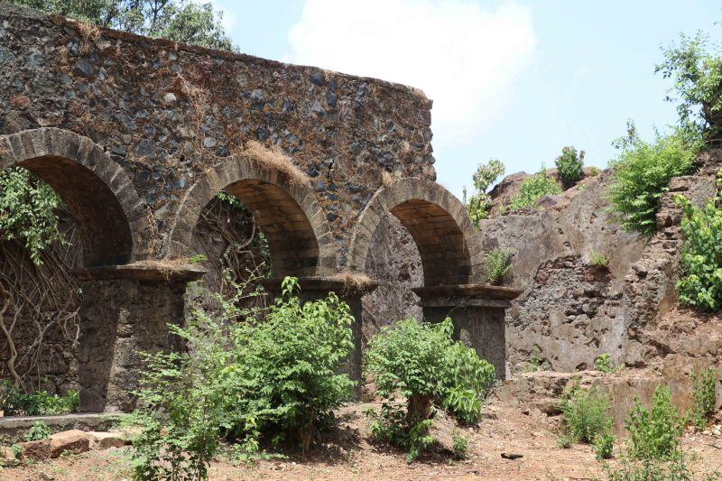 ghodbunder ruins