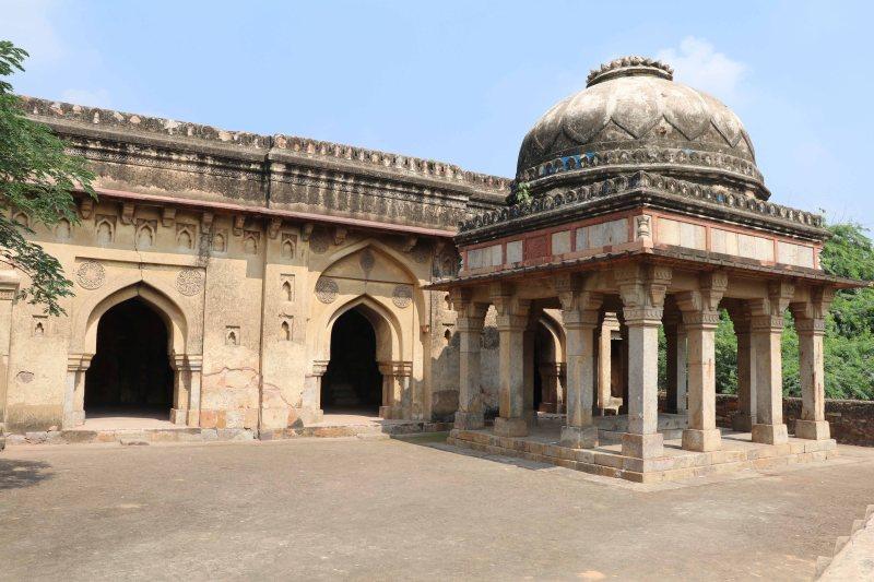 Meh12 Rajon ki Baoli mosque