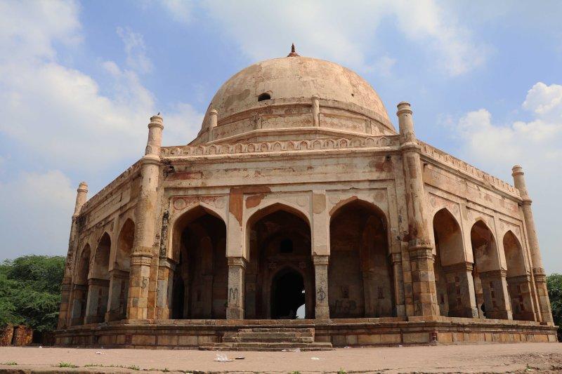 Meh7 Adham Tomb