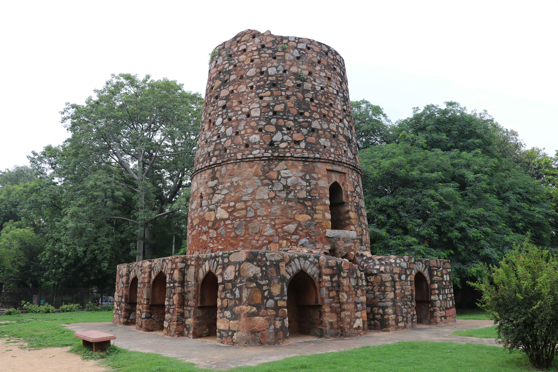 Chor minar2