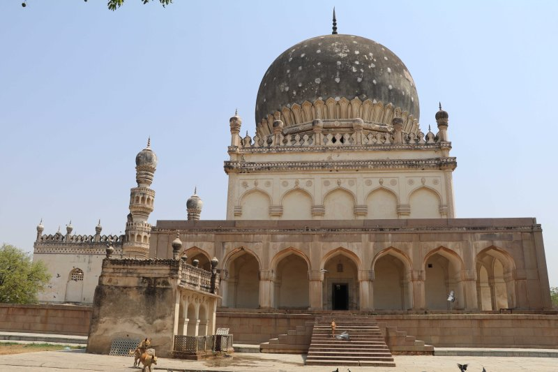 Qutb tombs1
