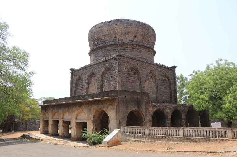 Qutb tombs2