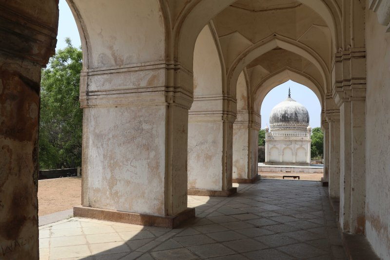 Qutb tombs3