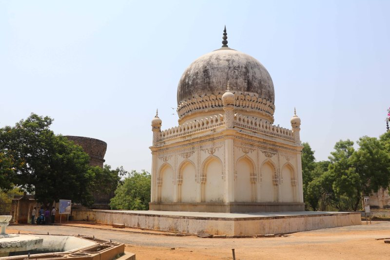 Qutb tombs32