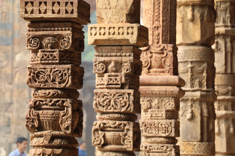 6 Qutb hindu colonnade
