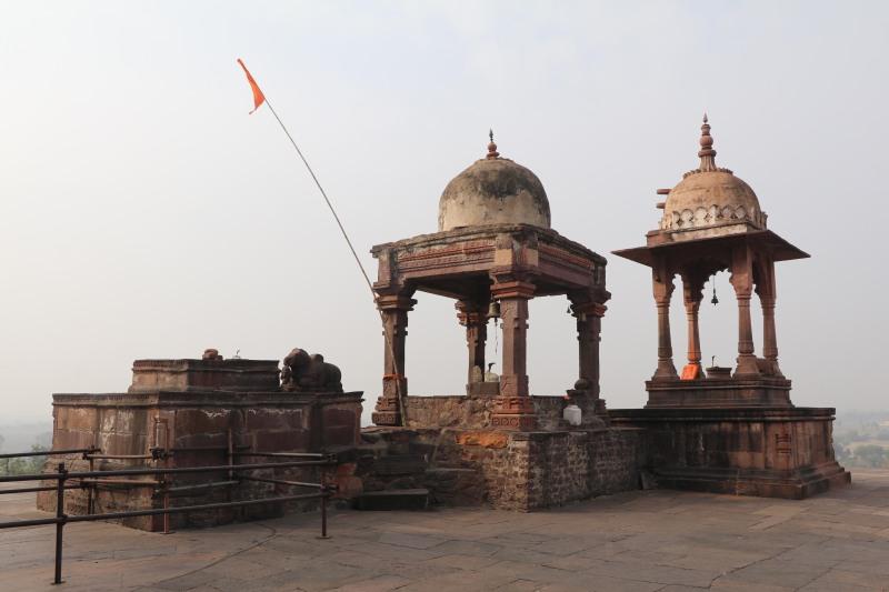 Bhojeshwar chhatris