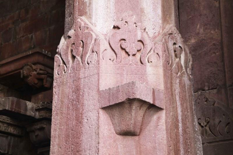 Bhojeshwar column decor