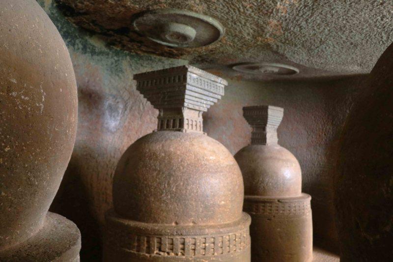 HR Bhaje 14 stupas
